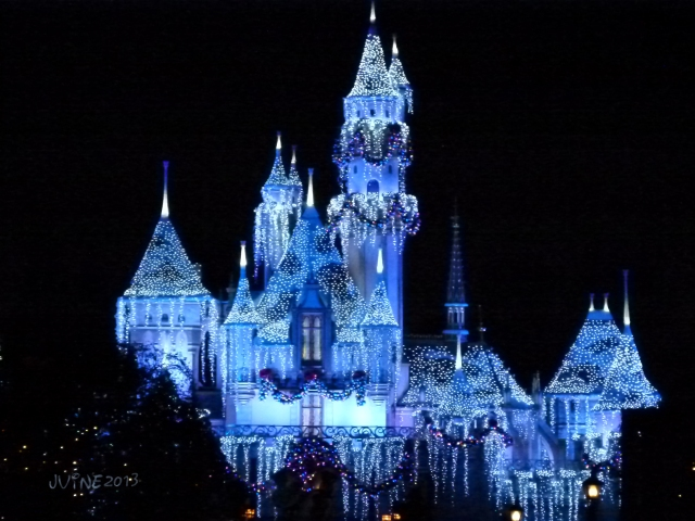 To close up the night, we went back into Disneyland to get a shot of the castle...